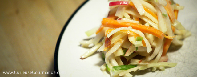 Salade de chou-rave, pommes et tahini (beurre de sésame) | www.CurieuseGourmande.com