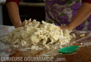 Pétrir la pâte à gnocchis