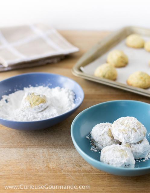 Biscuits sablés aux pistaches et citron Meyer (sans gluten) | Recette sur CurieuseGourmande.com