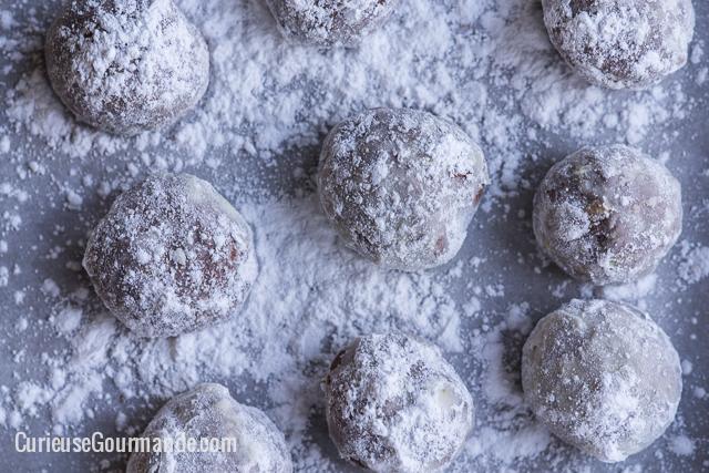 Biscuits sablés au cacao, pistaches et espresso sans gluten. Vous n'arrêterez pas d'en manger! #sansgluten #glutenfree |curieusegourmande.com