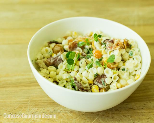Salade de pâtes citronnées avec tomates cerises, bacon et maïs   curieusegourmande.com