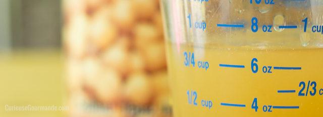 """Qu'est-ce que l'aquafaba? Un substitut d'oeufs qui permet de faire des meringues sans oeufs... et végétaliennes! L'ingrédient secret? Le """"jus"""" de pois chiches"""
